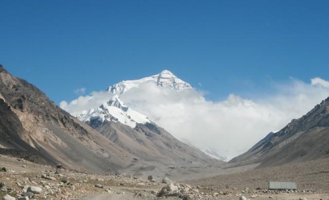 Свалиха пет тона боклук от Еверест