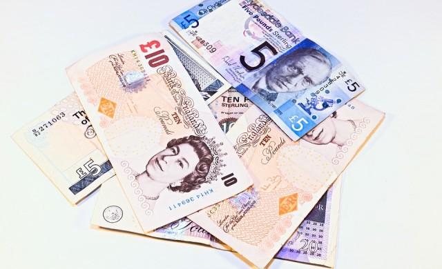 Паундът поевтиня до едноседмично дъно спрямо долара