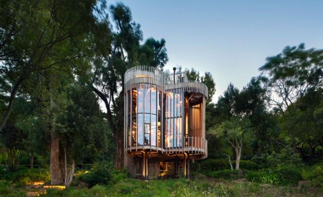 Идилична къща сред гората