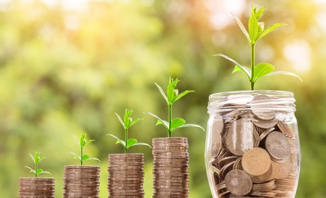 Как да пестите пари, когато живеете от заплата до заплата