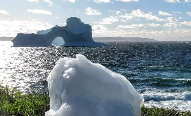 Удивително красив айсберг се появи край Нюфаундленд