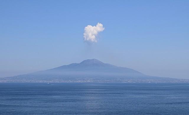 Няколко туристически дестинации с активни вулкани