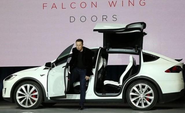 Tesla съкращава 9% от персонала си