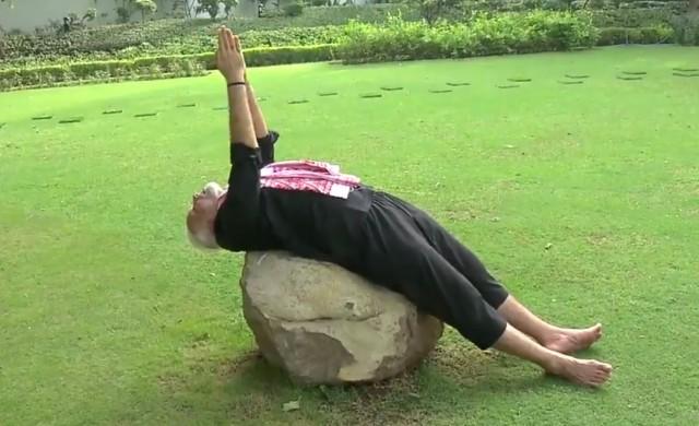 Индия полудя по трениращия премиер Нарендра Моди