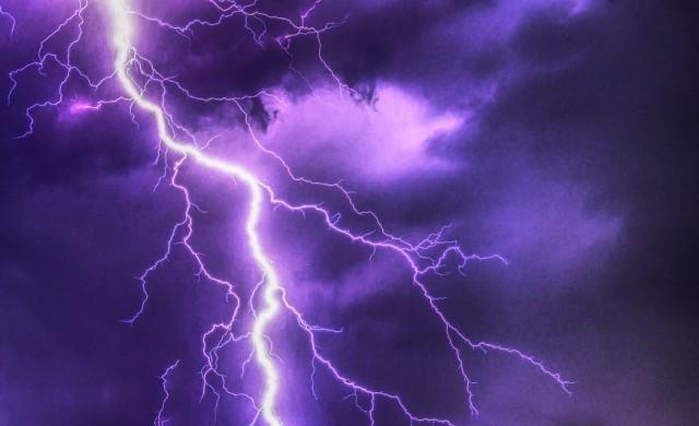 Как да опазим електроуредите от повреди при гръмотевична буря?