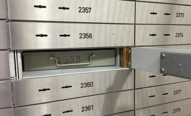 Забраняват анонимните сейфове в банките