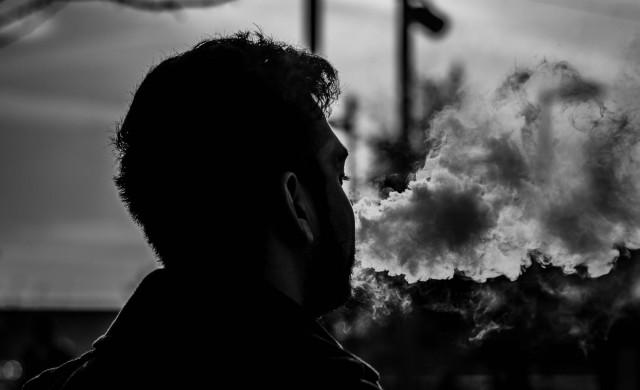 Авиокомпания наложи доживотна забрана на пътник, пушил е-цигара