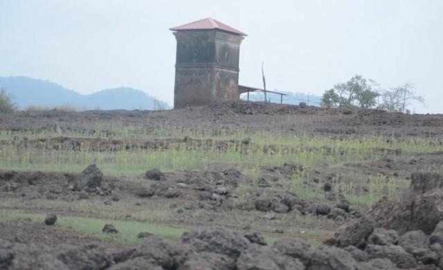 Подводното село, което се показва веднъж в годината