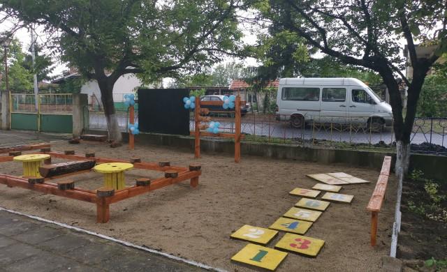 УНИКА зарадва децата в пострадало от наводнения село