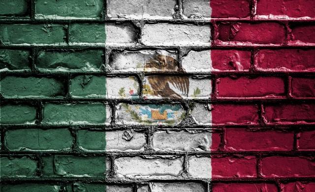 Мексико продава президентския самолет, за да бори миграцията