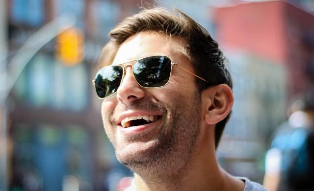 Как неискрената усмивка в офиса вреди на здравето ви?