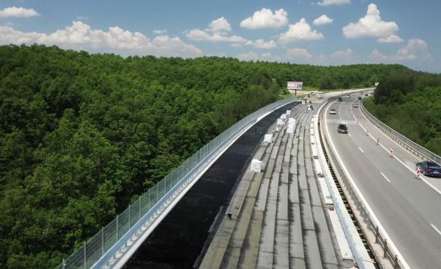 Напредва ремонтът на виадуктите по магистрала Тракия (снимки)