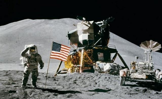 Безос: Ще зареждаме космически кораби с гориво от Луната