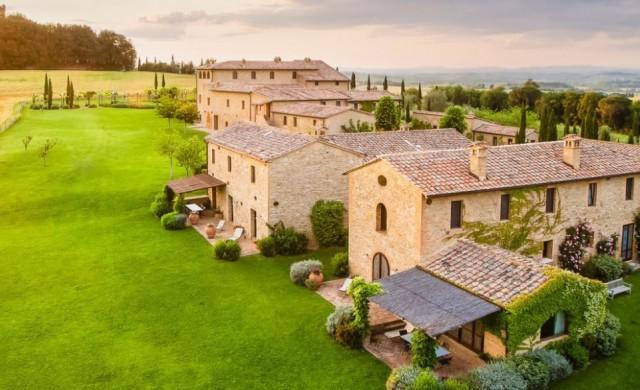 Искате да наемете село в Италия? Airbnb предлага вече и това