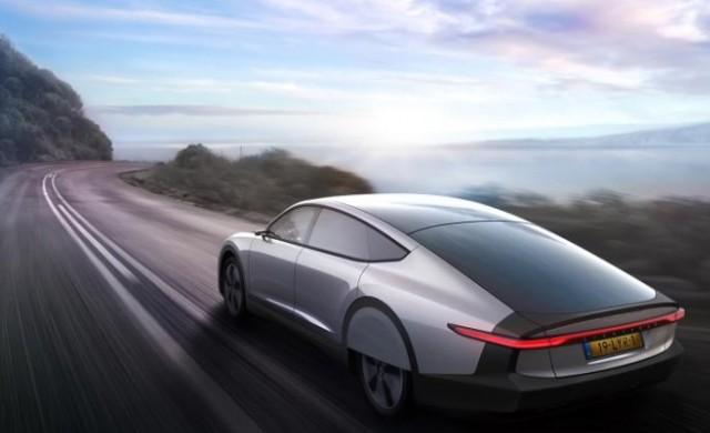Този автомобил се движи с енергия от слънцето