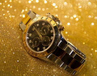 Инвеститорите продават луксозни часовници, за да купуват злато