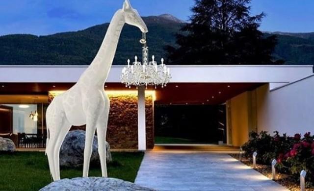 Лукс: Сложете в двора четириметров жираф за 40 000 долара