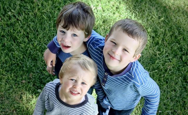 Защо големите ви деца не бива да са бавачки на по-малките?