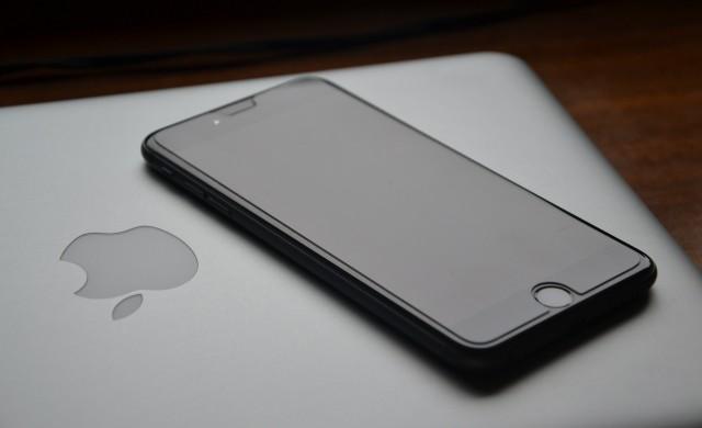 ЕК стартира две разследвания срещу Apple