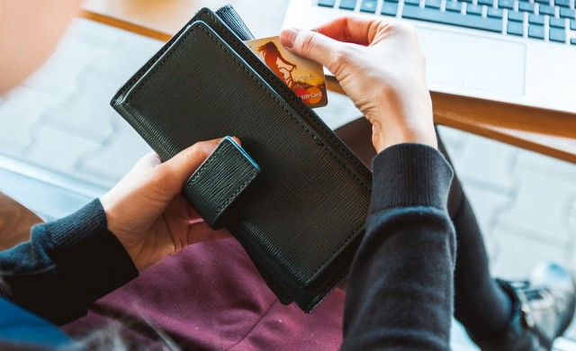 Пощенска банка с дистанционно издаване и получаване на карти