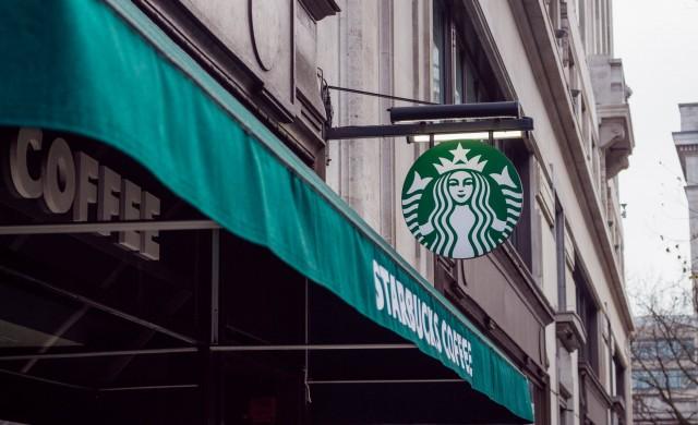 Starbucks също обяви, че спира с рекламата в социалните медии