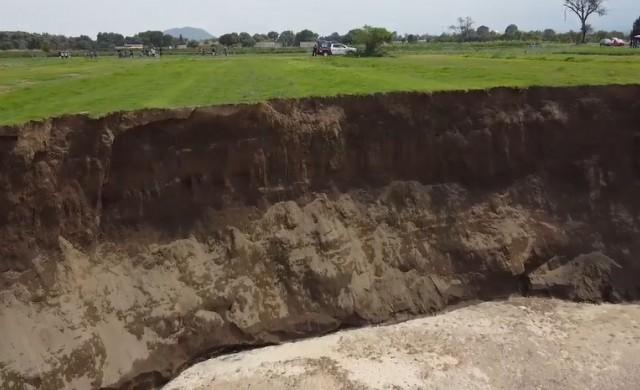 Мистериозна огромна дупка, отворила се в Мексико, продължава да расте