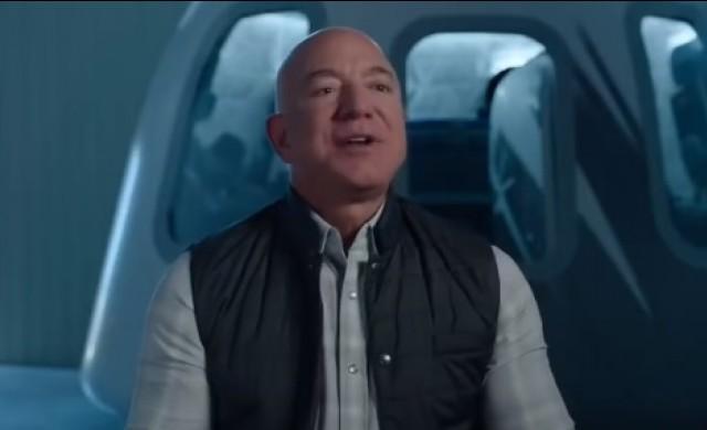 Безос ще бъде сред пътниците на първия космически полет на своята компания