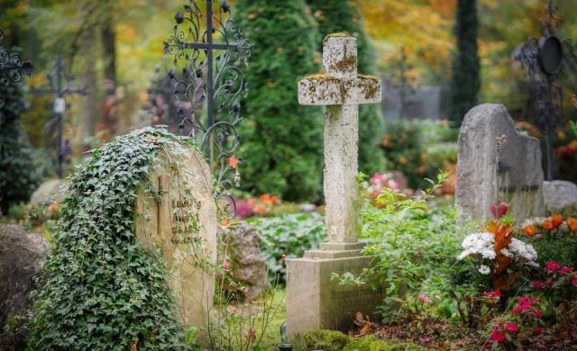 Черен рекорд по смъртност у нас, свършват местата в гробищата
