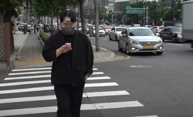 Трето око помага на хората, които постоянно си гледат в телефона (ВИДЕО)