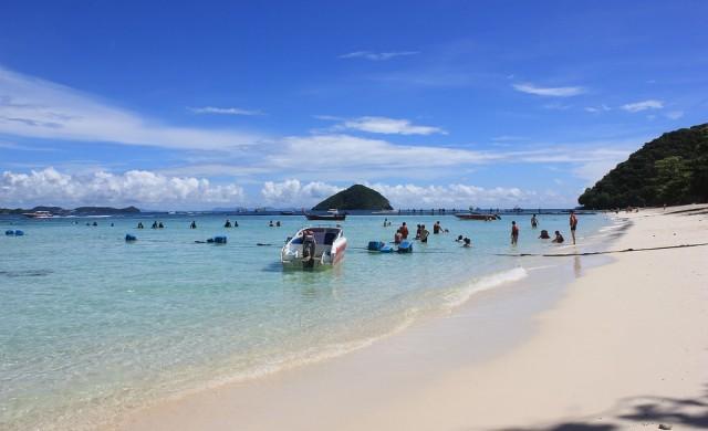 Тайланд премахва карантината за остров Пукет за ваксинирани туристи
