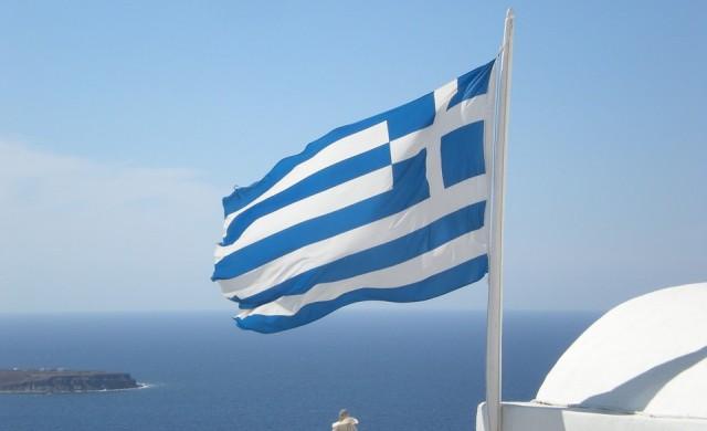 Гърция обмисля премахването на задължителните маски за лице на открито