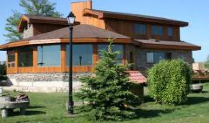 Построиха първата екологична кедрова къща в България
