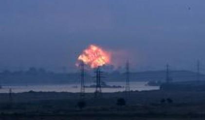 Над осем часа продължават експлозиите в склада за военни боеприпаси в Челопечене