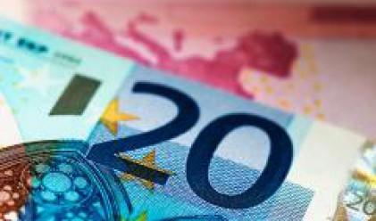 Спад на борсовите индекси доведе до обрат в края на деня в полза на еврото