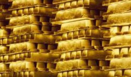 Златото продължи да пада след рязката обезценка на петрола