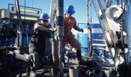 Слаб растеж на златото и петрола след нарасналото напрежение в Близкия Изток