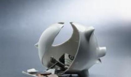 Двама на всеки трима гърци все повече се затрудняват да плащат сметките си