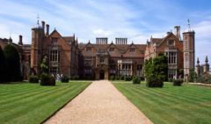 Цените на жилищата във Великобритания продължават да падат