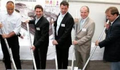 Кметът Борисов и главния архитект направиха първа копка на България Мол