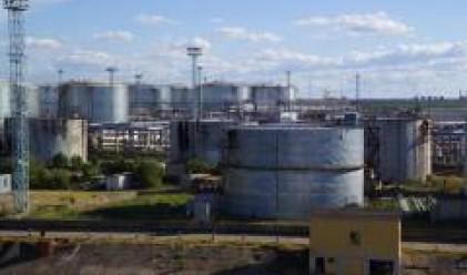 Петролът с най-големия си спад от 17 г. насам