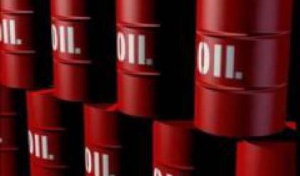 Петролът поевтиня до 123 долара за барел