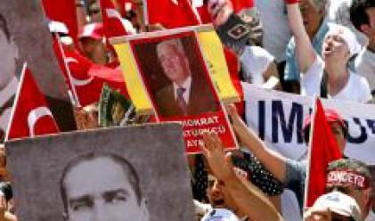 Турция си пое дъх, ЕС призова Анкара да ускори реформите