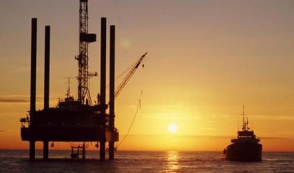 Петролът с трети пореден спад след увеличение на запасите