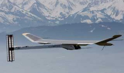Слънчевият самолет направи 26-часов полет