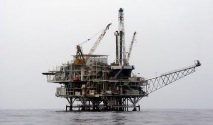 Възможно е овладяването на петролния разлив до дни