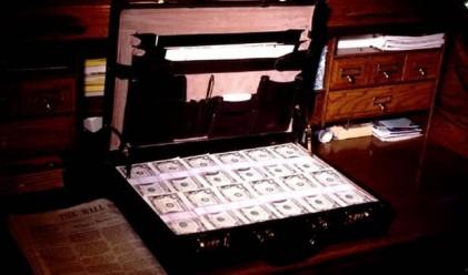 Камериер върна 50 хил. долара на разсеян клиент