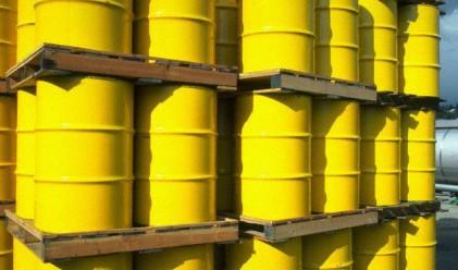 Цената на петрола се понижи до около 77 долара за барел