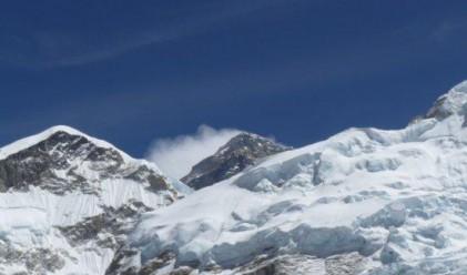 Еверест се смалява