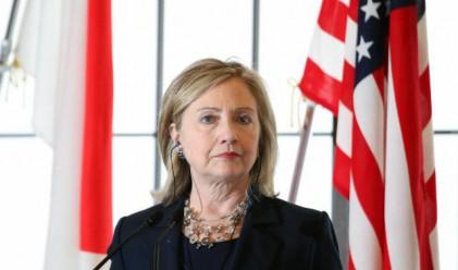 Клинтън: Кадафи да се оттегли, а не да заплашва