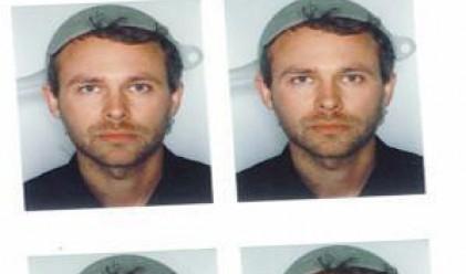 Австриец се снима за шофьорска книжка с гевгир на главата